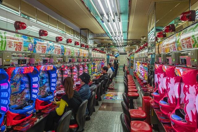 ブリックアンドモルタルカジノ対オンラインカジノ