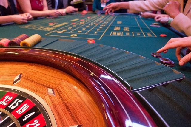 オンラインカジノと陸上カジノの比較