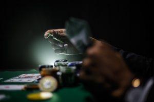 オンラインカジノと陸上カジノの間の絶え間ない戦い