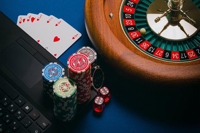 オンラインカジノとは正確には何ですか